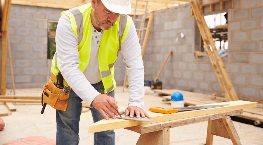 Hantverkare under en renovering